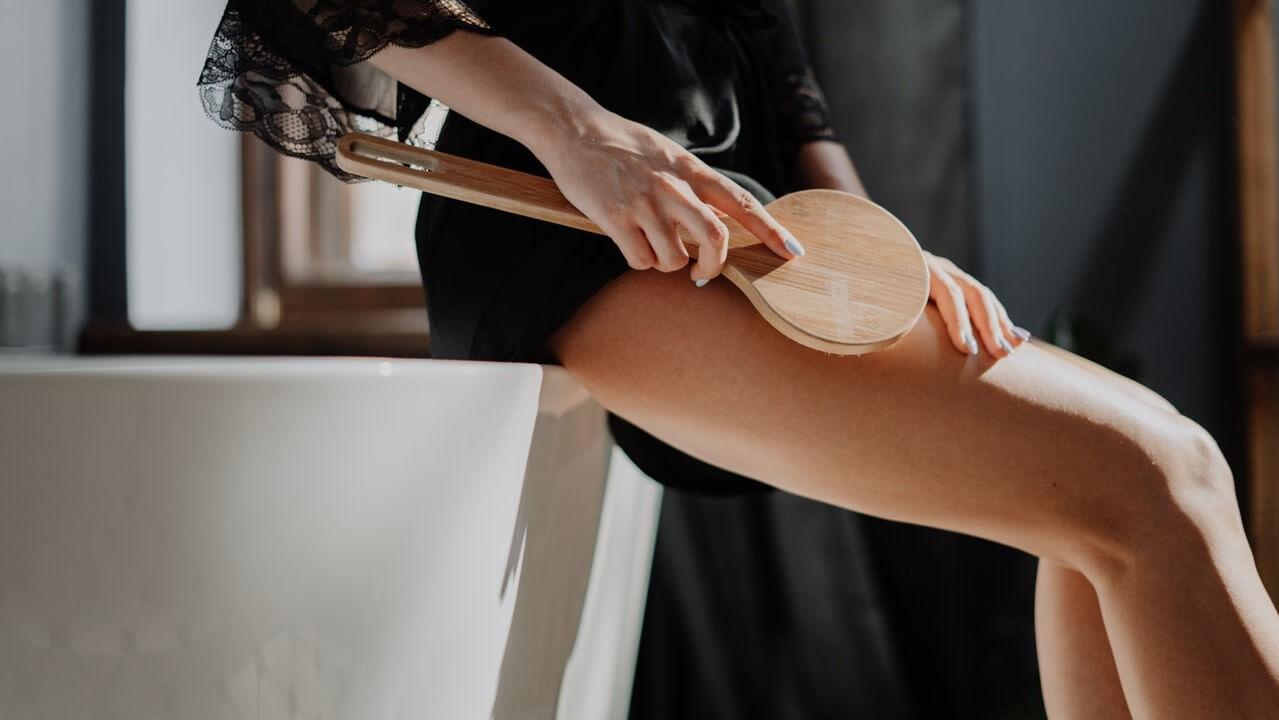 Narancsbőr elleni kefével sokat tehetünk a cellulit ellen