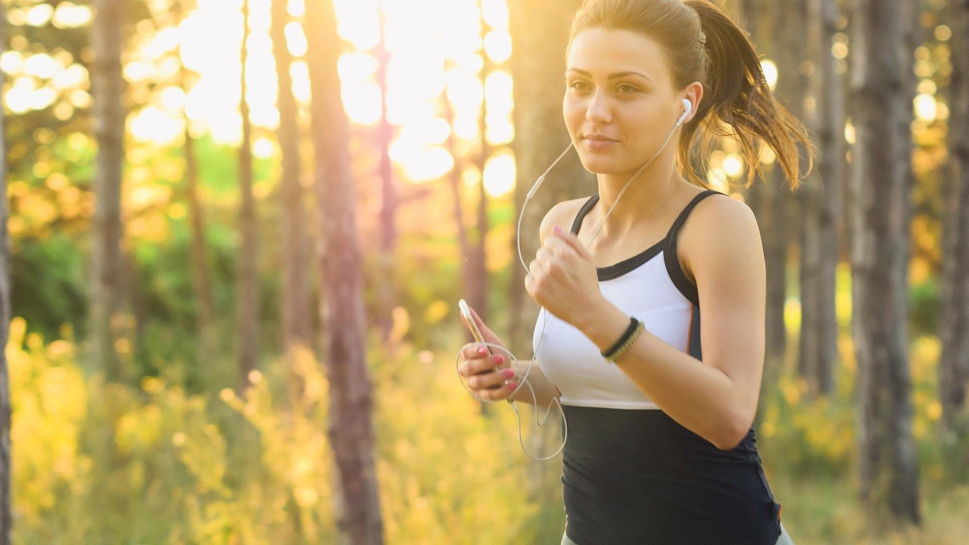 A futás teljesítményét 15%-kal is megnövelheted, ha jó zenét választasz. Ehhez kell kiegészítőként a fülhallgató.