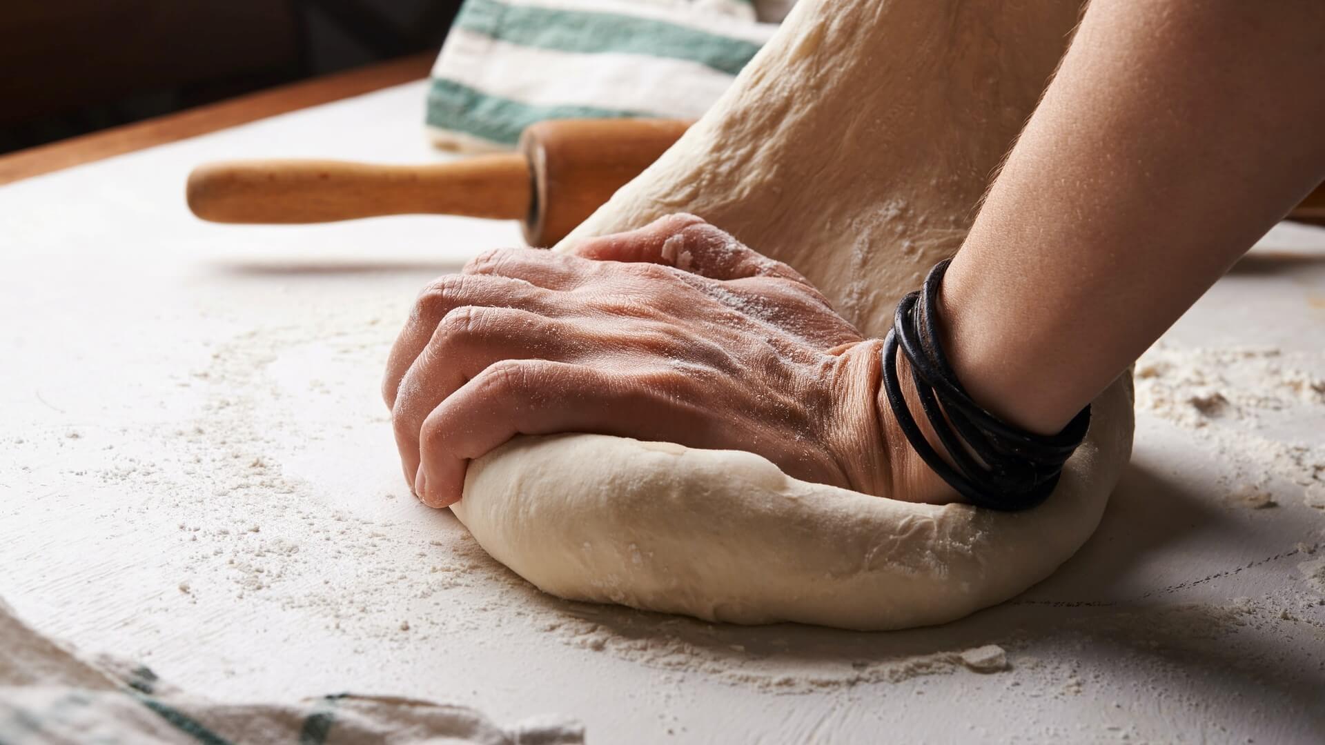 A teljes kiőrlésű kenyér házilag is elkészíthető.
