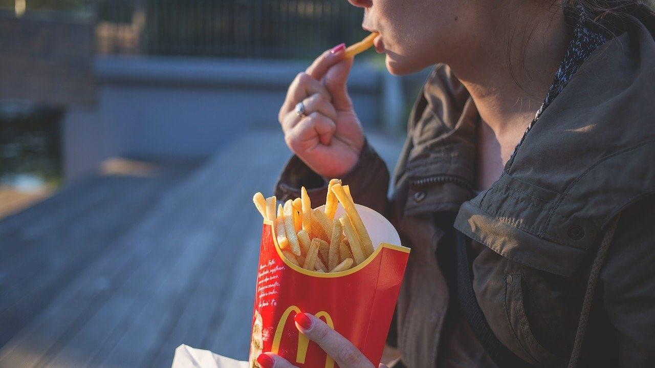 A túl sok szénhidrát elhízáshoz vezet.